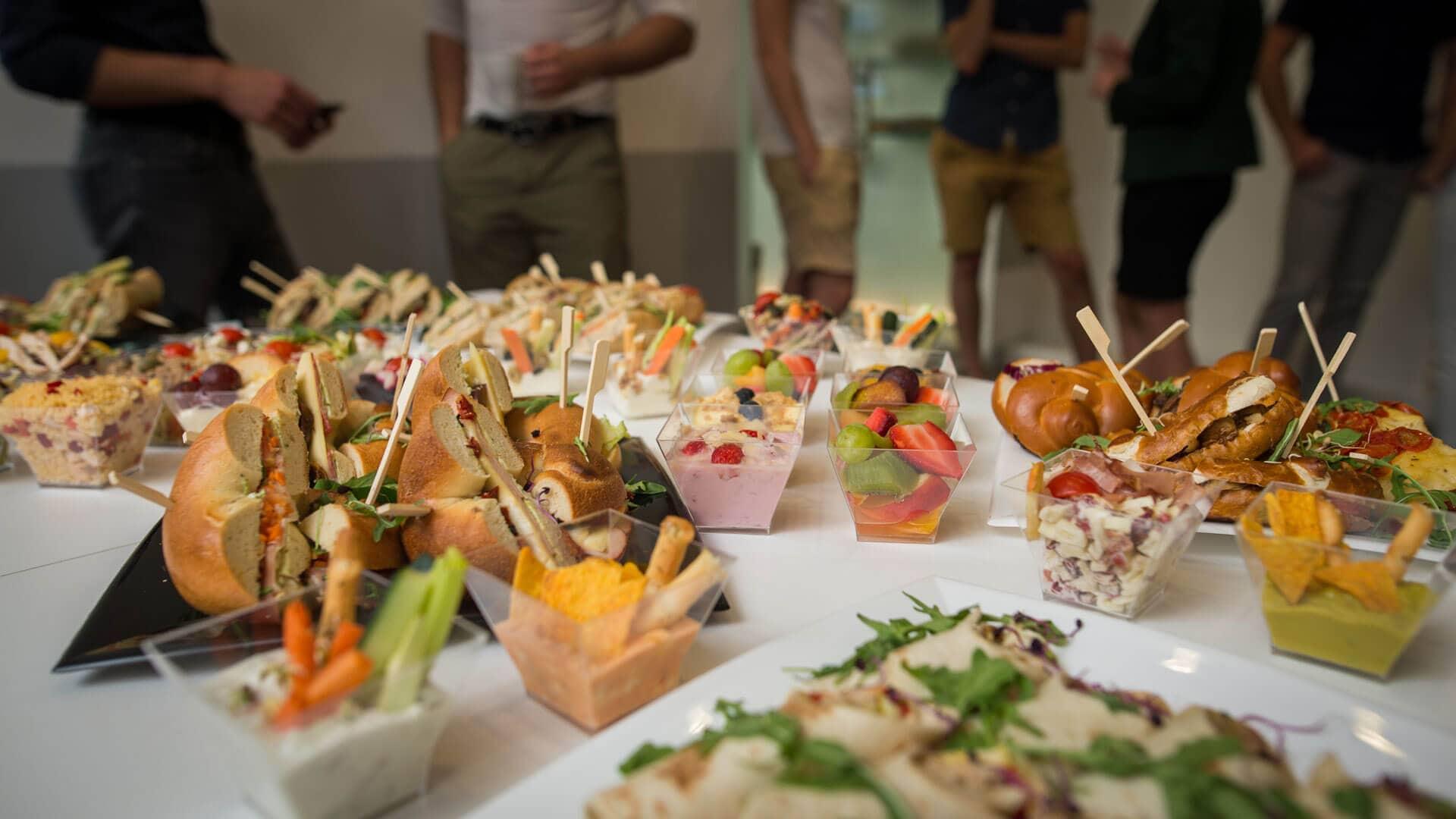 Ha ellátásra is szükséged lenne, válaszd a Catering szolgáltatásunkat. KAPTÁR coworking Budapest
