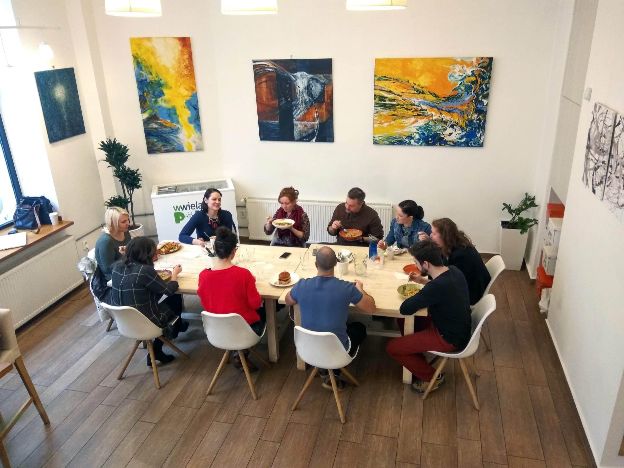 Közösségi ebéd az ismerkedésre terítve
