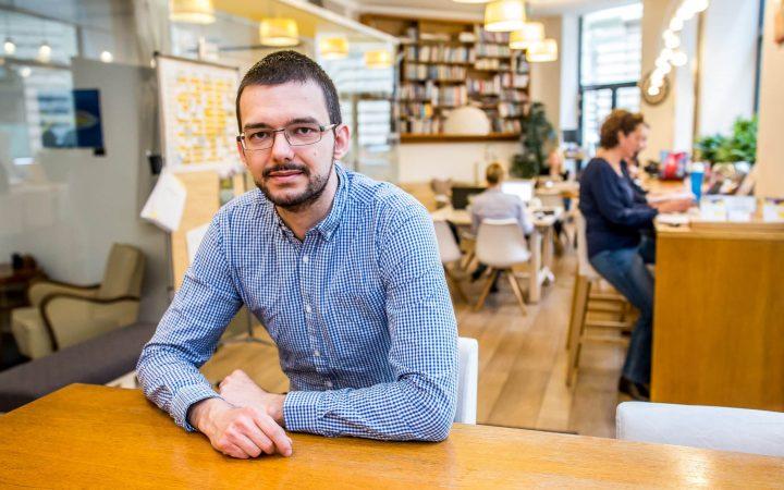 Tóth András Attilio - Kaptárarcok. KAPTÁR coworking Budapest