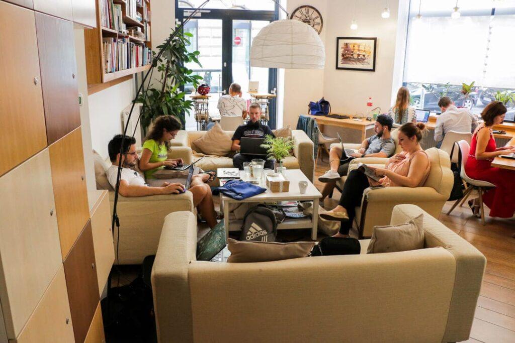 Kényelmes munka. KAPTÁR coworking Budapest