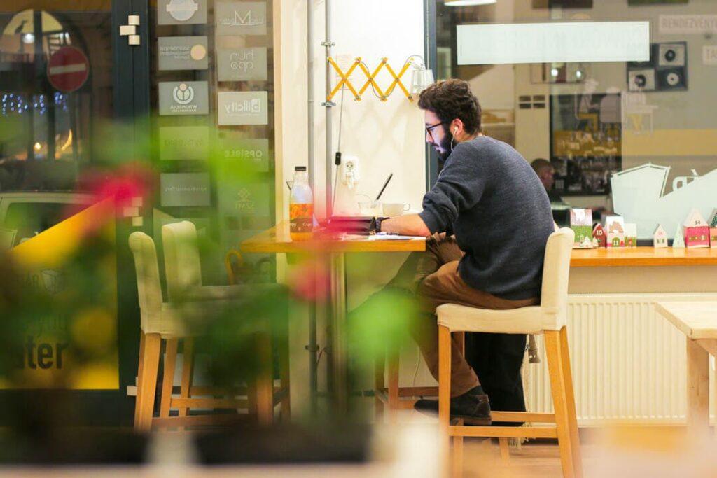 Munka egyedül. KAPTÁR coworking Budapest